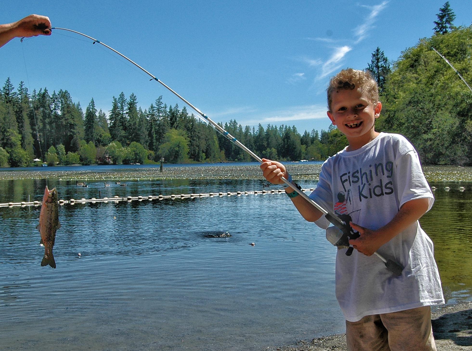 Fishing Kids – Island Lake (WA)