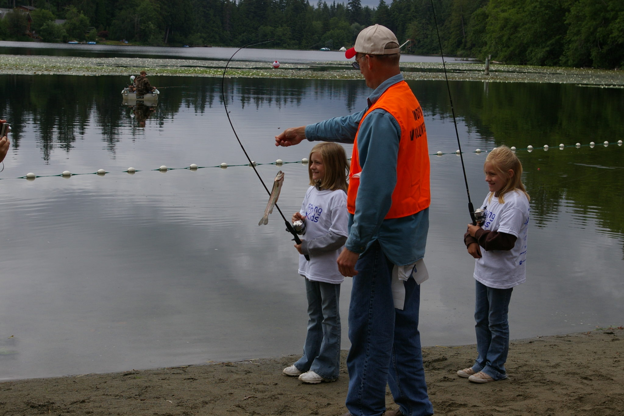 Fishing Kids – Idylwood Park (Lake Sammamish)